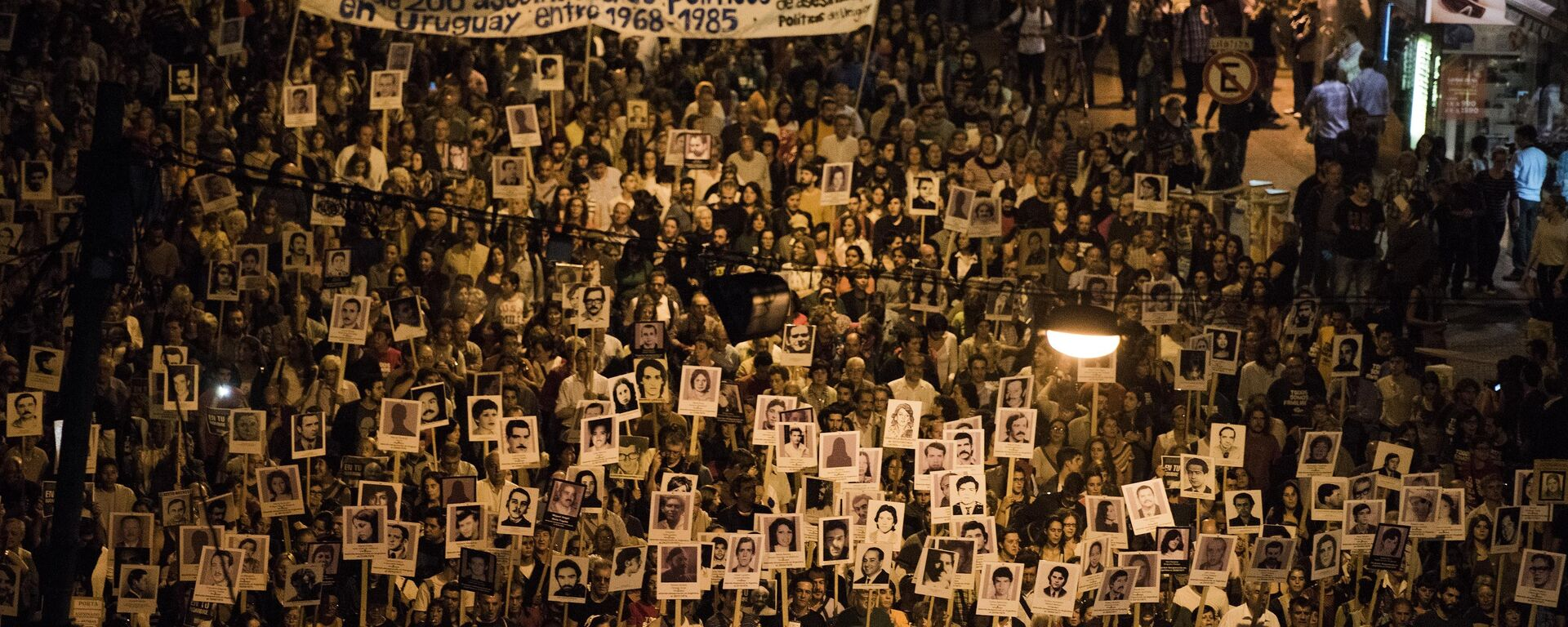 Demonstrators take part in the 20th March of Silence in Montevideo, Uruguay, Wednesday, May 20, 2015.  - Sputnik Mundo, 1920, 19.05.2021