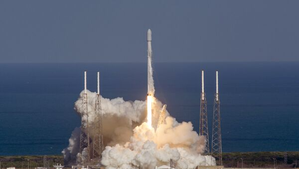 In this image released by SpaceX, an unmanned Falcon rocket lifts off from from Cape Canaveral Air Force Station, Friday, May 27, 2016, in Cape Canaveral, Fla. - Sputnik Mundo