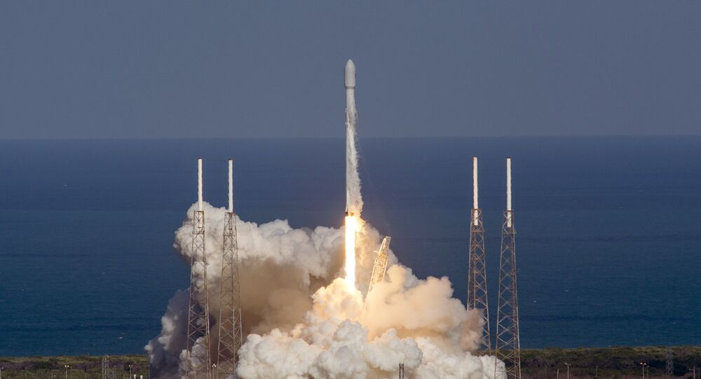 Un cohete Falcon 9 (archivo)