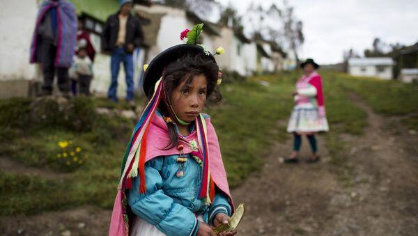 Una niña indígena de Perú - Sputnik Mundo