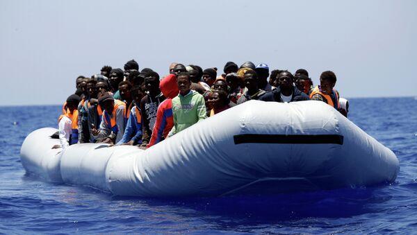 Migrantes en el mar Mediterráneo (Archivo) - Sputnik Mundo