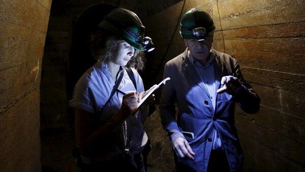Un túnel cerca del sitio donde supuestamente se halla el llamado tren de oro nazi - Sputnik Mundo
