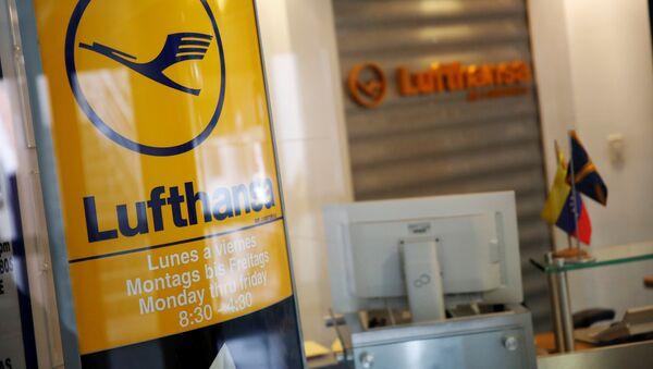 Logo de Lufthansa en su oficina en Caracas - Sputnik Mundo