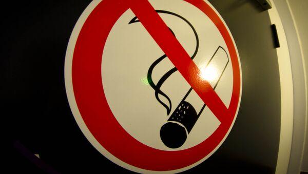 Un señal de No fumar  - Sputnik Mundo
