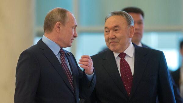 Presidente de Rusia, Vladímir Putin y presidente de Kazajistán, Nursultán Nazarbáev - Sputnik Mundo