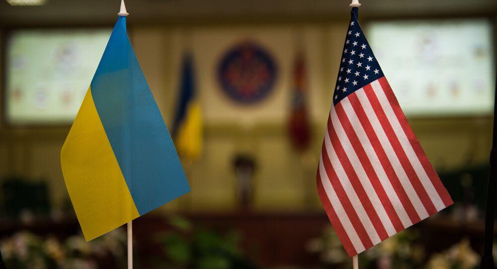 Banderas Ucrania y EEUU