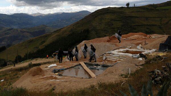Liquidación de los campos utilizados para la extracción ilegal del oro en Perú - Sputnik Mundo