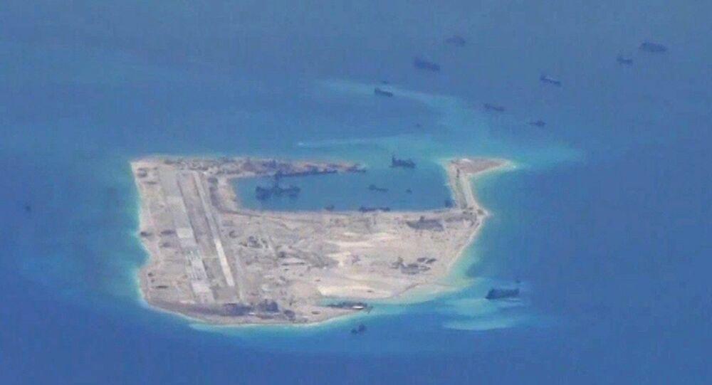 Las embarcaciones china supuestamente se encuentran cerca de Fiery Cross Reef en el Mar Meridional