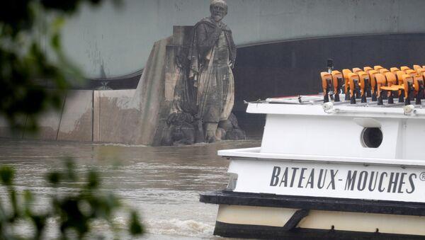 La estatua de un zuavo en el puente del Alma - Sputnik Mundo
