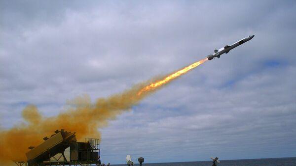Lanzamiento de un Naval Strike Missile (Archivo) - Sputnik Mundo