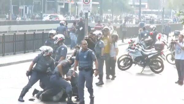 Violencia policial en una protesta contra el Gobierno de Temer en Brasil - Sputnik Mundo