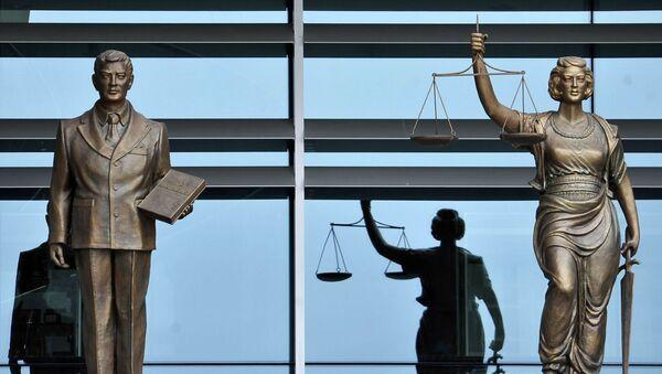 Las estatuas en el edificio del Tribunal Constitucional de Turquía en Ankara - Sputnik Mundo