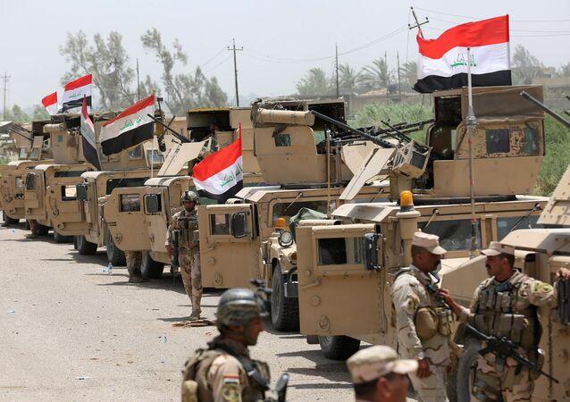 El Ejército de Irak a las afueras de la ciudad de Faluya
