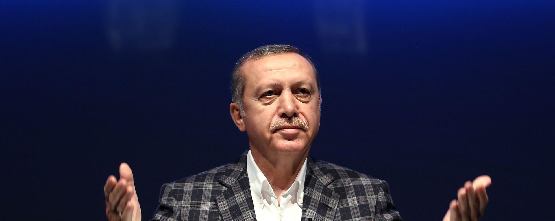 Turkey's President Recep Tayyip Erdogan speaks during a meeting on work security, in Istanbul, Sunday, May 8, 2016.  - Sputnik Mundo, 1920, 05.04.2021