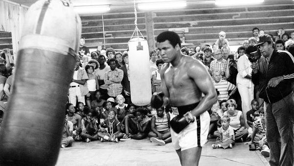 Muhammad Ali entrena para su segunda pelea con Leon Spinks. Nueva Orleans, Louisiana, 25 de agosto de 1978. - Sputnik Mundo