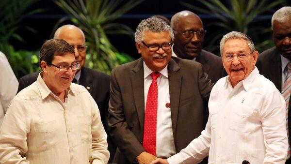 El presidente de Cuba, Raúl Castro, y el secretario general de la AEC, Alfonso Múnera, en la cumbre de Caribe - Sputnik Mundo