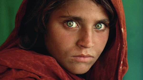 Steve McCurry (B. 1950). Afghan Girl - Sputnik Mundo