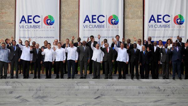 Jefes de Estado y ministros de Exteriores posan para la foto oficial de la VII Cumbre de la Asociación de Estados del Caribe (AEC) en La Habana, Cuba 4 de junio de 2016. - Sputnik Mundo