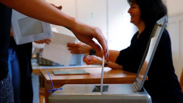 Votación en un referendum - Sputnik Mundo