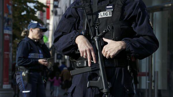 La policía francesa - Sputnik Mundo