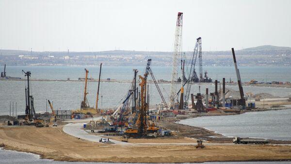 La construcción del puente a Crimea - Sputnik Mundo