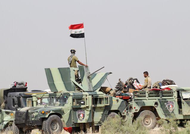 Militares iraquíes a las afueras de la ciudad de Faluya