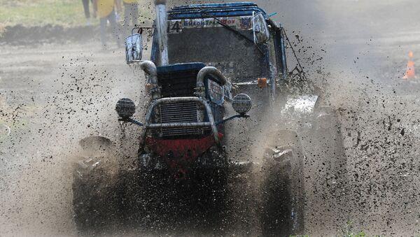Las impresionantes imágenes de la carrera internacional de tractores Bizon-Track-Show-2016 - Sputnik Mundo