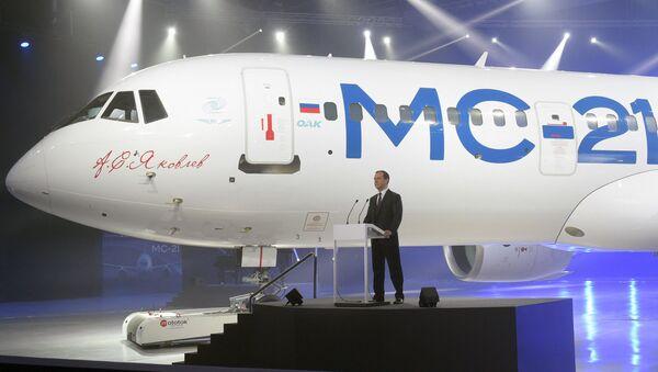 Dmitri Medvédev durante la presentación del nuevo avión de pasajeros MC-21 - Sputnik Mundo