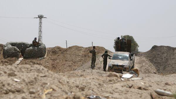 Militares sirios en las afueras de la provinica de al Raqa (archivo) - Sputnik Mundo