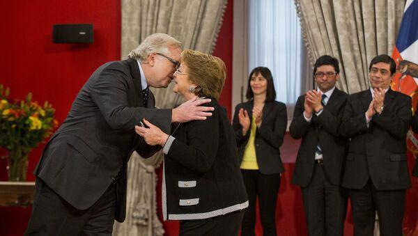 Presidenta de Chile, Michelle Bachelet,y ministro del Interior y Seguridad Pública, Jorge Burgos - Sputnik Mundo