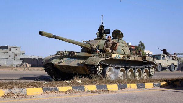 Tanque libio en la operación antiterrorista en la ciudad de Sirte - Sputnik Mundo
