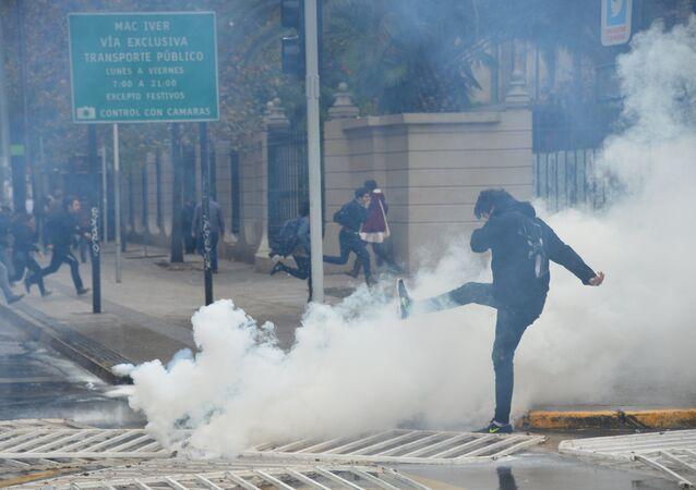 Estudiantes chilenos protestan en Santiago (archivo)