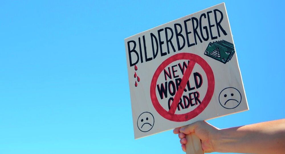 Activistas protestan contra el Club Bilderberg