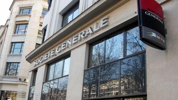 Un edificio del banco Société Générale en Champs-Elysees Paris - Sputnik Mundo