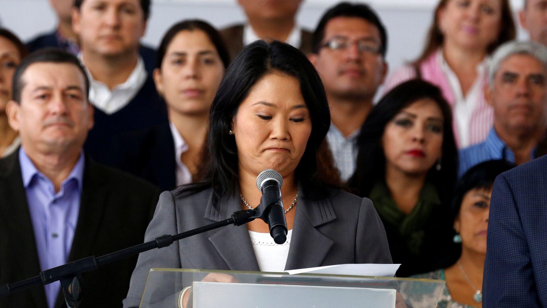 Peruvian presidential candidate Keiko Fujimori accompanied by elected congressmen gives a speech to the media - Sputnik Mundo, 1920, 10.06.2021