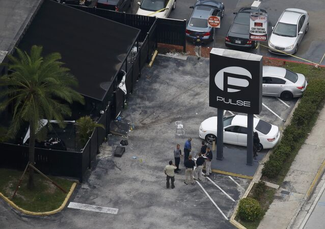 Agentes de FBI en el lugar del atentado en Orlando, EEUU