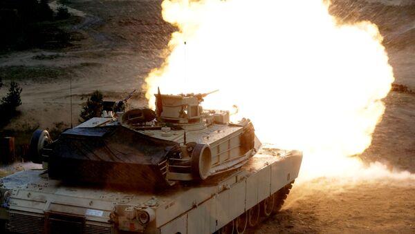 Un tanque M1 Abrams disparando - Sputnik Mundo
