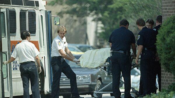 Los policías en el lugar del tiroteo en la oficina postal en Edmond, Oklahoma en 1986 (Archivo) - Sputnik Mundo