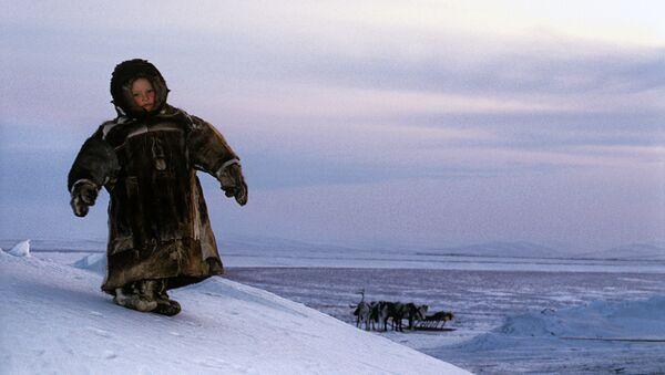 Un niño habitante de Siberia rusa - Sputnik Mundo