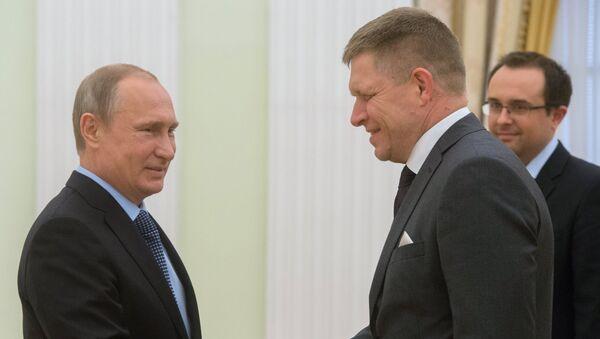 Presidente de Rusia, Vladímir Putin y primer ministro de Eslovaquia, Robert Fico - Sputnik Mundo