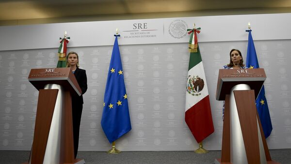 Jefa de la diplomacia europea, Federica Mogherini y ministra de Exteriores de México, Claudia Ruiz - Sputnik Mundo