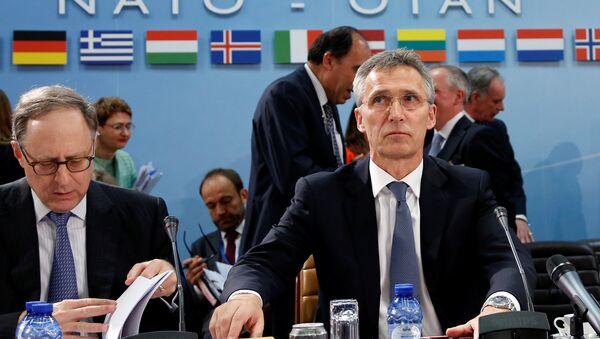 Jens Stoltenberg, secretario general de la OTAN, durante la reunion de los ministros de defensa - Sputnik Mundo