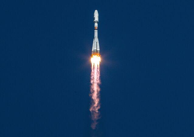 El lanzamiento del cohete Soyuz con satélites Lomonosov, Aist-2D y SamSat-218 a bordo