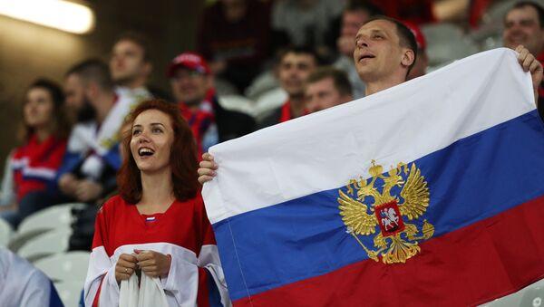 Hinchas rusos en Francia - Sputnik Mundo