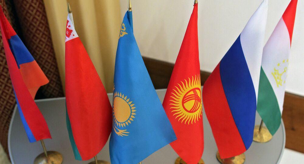 Banderas de los países miembros de la OCS (archivo)