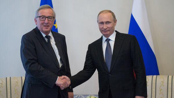 Jean-Claude Juncker, jefe de la Comisión Europea, y Vladímir Putin, presidente ruso - Sputnik Mundo