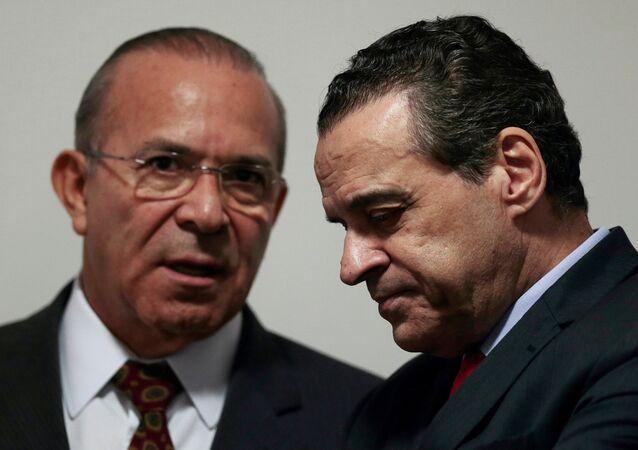 Henrique Eduardo Alves (a la derecha) , ex ministro de Turismo de Brasil