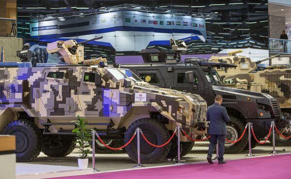 Las innovaciones militares, en una exposición en París - Sputnik Mundo