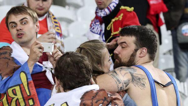 Hinchas rusos durante la Eurocopa 2016 - Sputnik Mundo