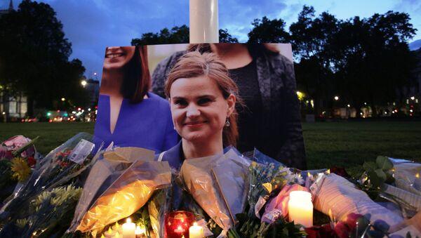 La gente rinde homenaje a Jo Cox, la diputada laborista británica - Sputnik Mundo